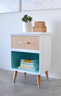 Mid Century Modern Nightstand Makeover. Love the plywood veneer drawer front and bright teal interior (Benjamin Moore's Tropicana Cabana). From Visual Heart.