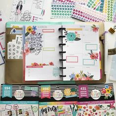 It's Wednesday & I'm just now making a spread for the week. I've been enjoying spring break but it's time to get some stuff done! Planner Book, Planner Layout, Planner Ideas, Life Planner, Digital Bullet Journal, Ashley Anderson, Planner Organization, Organizing, Planner Dashboard