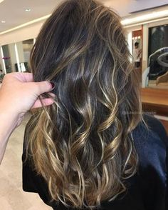 Hair waves should look natural, and most of us have at least a little wave of hair. Whether you have quality, flat hair, curly hair or edgy hair, these styles are achievable. Let your perfect style impress everyone! Ombre Curly Hair, Long Wavy Hair, Ombre Hair Color, Curly Hair Styles, Rebonded Hair, Edgy Hair, Love Hair, Hair Highlights, Balayage Hair
