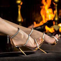 Harmony Sparkle - Golden Heels By Giuseppe Zanotti. Tacchi Close-Up #Shoes #Tacones #Heels Design