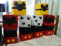 Cachepos Mickey Disney Mickey Mouse, Ideas Para, Boxes, Kids Rugs, Party Ideas, Birthday, Creative, Mickey Mouse Birthday, Fiesta Mickey