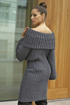 Ravelry: Oversized Stigehull Genser pattern by Linda Marveng. Photo: Kim Müller Model: Cristiane Sa