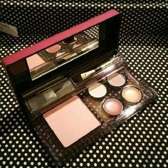 Elizabeth Arden Makeup Kit New All in one compact! Blush, Eyeshadows and Lip gloss Elizabeth Arden Makeup Eyeshadow