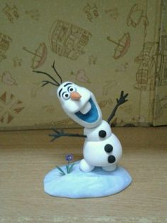 I very love Frozen Olaf. So cute!!!!! I made it with polymer clay last night.