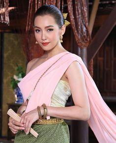 Thai Traditional Thai Clothing, Traditional Fashion, Traditional Outfits, Thai Fashion, Oriental Fashion, Thai Wedding Dress, Thai Dress, Traditional Wedding Dresses, Thai Style