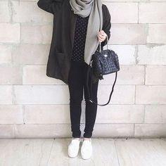 Olivier Blazer in Pine (warna dark army) as worn by Warnanya keren kalo udah dipake. Thanks Icha for sharing your… Hijab Casual, Hijab Chic, Casual Outfits, Ootd Hijab, Classy Outfits, Street Hijab Fashion, Muslim Fashion, Modest Fashion, Fashion Outfits