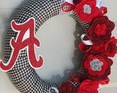 Fall Houndstooth Rose Style University of Alabama Roll Tide Ribbon Felt Flower Wreath. someone crafty should make this for me! Wreath Crafts, Diy Wreath, Fun Crafts, Diy And Crafts, Wreath Fall, Fabric Wreath, Felt Flower Wreaths, Holiday Wreaths, Felt Flowers