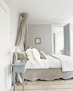 From Decor de Provence | Traditional metal crown with simple linen drapes.