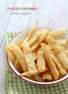 maida namkeen recipe (nimki recipe) - crispy, tasty snack of refined flour / maida served during diwali festivals. crispy nimki for kids. namkeen recipe.