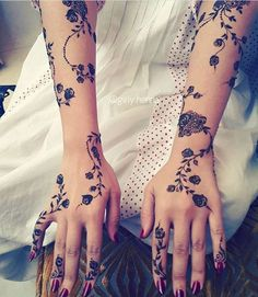 Many people mistake tattoos with more modern, rebellious cultures such as the alternative and pop-culture. Despite a lot of people being convinced that tattoos are a new thing and despite many peop… Henna Mehndi, Mehndi Tattoo, Henna Tattoo Designs, Henna Art, Arabic Henna Designs, Henna Mandala, Henna Tattoos, Mandala Tattoo, Hena Designs