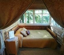 Inspiring picture bed, bedroom, cabin, cosy, cottage. Love this cozy little nook with the curtains!