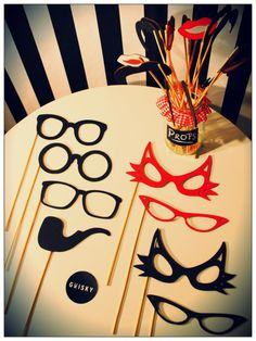 Complementos para el Photobooth, bigotes, lentes, pipas.. Wedding Photo Props, Photo Booth Props, Props Photobooth, 80s Party, Party Time, Fiesta Pop Art, Pop Art Party, Diy Wedding, Dream Wedding