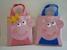 * PROMOÇÃO * Sacola Surpresa Peppa Pig Pom Pom Crafts, Felt Crafts, Peppa Pig Bag, Diy Gift Box Template, Book Purse, Animal Bag, Pig Party, Paper Gift Bags, Quilted Bag