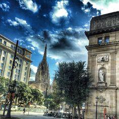 Maravellós instant de la catedral de Barcelona tot sortint de treballar. #igersbcn #catedral #barcelona #clouds #cloudporn #instaclouds #beautiful