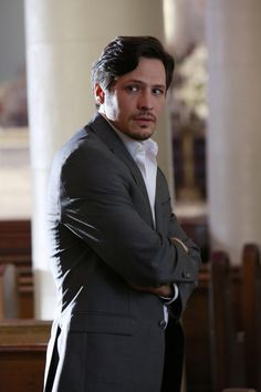Love him as Kyle in Roswell, love him even more as Jack in Revenge!