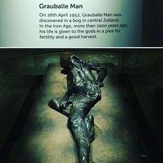 The famous #grauballeman/ A híres lápi ember: A 2000 évvel ezelőtt élt embert vélhetően a termékenység és a bőséges szüret érdekében áldozták fel az isteneknek. (Bedobták a mocsárba és ott konzerválódott.)  #fivesneakers #wecollectmemories