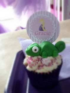 Cupcakes at a Rapunzel Inspired Birthday Party Full of Cute Ideas via Kara's Party Ideas Rapunzel Birthday Party, 5th Birthday Party Ideas, Tangled Party, Disney Princess Party, Kids Party Themes, Disney Birthday, Ideas Party, Rapunzel Cupcakes, Party Planning
