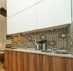 Kuchyň elegantně retro...