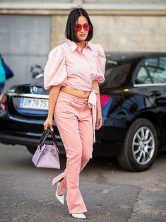 Tiffany Hsu wearing pink top, pink pants is seen outside Ganni during the Copenhagen Fashion Week Spring/Summer 2019 on August 2018 in Copenhagen, Denmark. Midi Dress With Slit, Mini Dress With Sleeves, Star Fashion, Girl Fashion, Wrap Dress Short, Copenhagen Fashion Week, Pink Pants, Wide Leg Jeans, Pink Tops