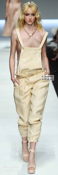 Ermanno Scervino collections often make it to the front of the line on my site. I love the way he skims the body in an elegant fashion. Office Fashion Women, Womens Fashion For Work, Fashion Pants, Fashion Outfits, Nyc, Spring Couture, Ermanno Scervino, Courses, Runway Fashion