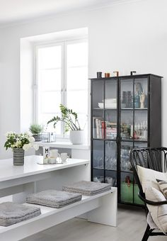 my scandinavian home: A fab black and white Helsinki home