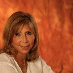 "Escritora Luisa Pérez Viñas presentará libro ""Pacto de Fuego"" (este jueves 11 de mayo)"