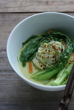 Pittige kokos noedelsoep - soepen.be #glutenvrij #vegetarisch