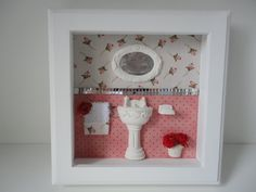 Quadro para lavabo, com fundo em tecido 100% algodão, peças em resina, toalha feita á mão e divisão dos tecidos com espelho. R$ 75,00