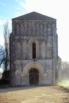 Les Eglises De Saintonge