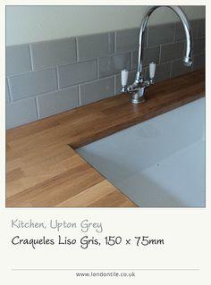 Craqueles Liso Gris kitchen tiles provide a stylish splashback. Emma's Kitchen, Kitchen Things, Kitchen Ideas, Tiled Bathrooms, Splashback Tiles, Kitchen Planning, Flat Ideas, Room Tiles, School Style