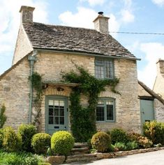 """You can rent this charming stone cottage in the Cotswolds known as """"The Honey Pot"""" for your next English holiday."""