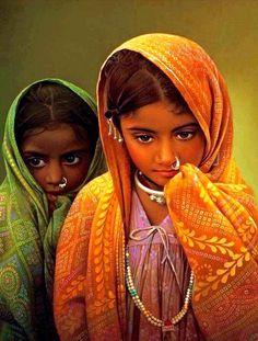 Beautiful Little Girls in India Precious Children, Beautiful Children, Beautiful Babies, Life Is Beautiful, Beautiful People, Indian Art Paintings, Artwork Paintings, Canvas Paintings, India People