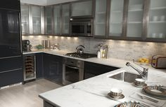 Frosted glass cabinets and counter top Cabinet Refacing, Reface Cabinets, Glass Cabinets, Kitchen Cabinets, Kitchen Decor, Kitchen Design, Nice Kitchen, Kitchen Ideas, Exterior Design