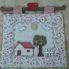 Panô em quilt com apliques em madeira.  Peça decorativa para cozinha.