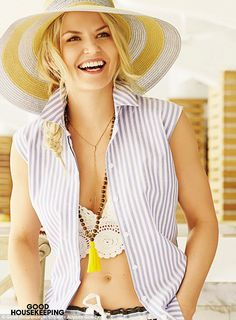 Radiant: Once Upon A Time actress Jennifer Morrison flashed her toned midriff in Good Hous...