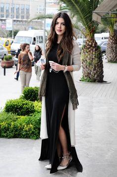 Zara dress & Sisley cardigan / Zara elbise & Sisley hırka    Valentino flats / babetler    der-liebling x maritsa spike bracelet / zımbalı bileklik    der-liebling x maritsa quarz bracelet / taşlı bileklik