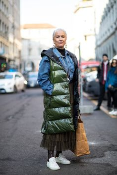 The Best Street Style Looks From Milan Fashion Week Fall 2020 - Fashionista Milan Fashion Week Street Style, Autumn Street Style, Cool Street Fashion, Street Style Looks, New York Fashion, Bright Winter Outfits, Style Snaps, Cool Style, Winter Jackets