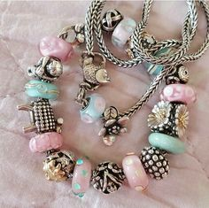 Love the combo of pink & turquoise on this Trollbeads bracelet