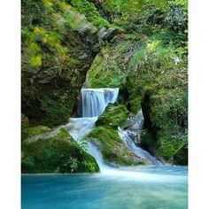 Hermoso... muy hermoso... Nacedero del río Urederra, #Navarra (By roberto.galceran - #Instagram)