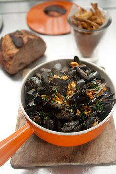 A French classic recipe, steamed mussels and French fries makes an easy, delicious dinner. Seafood Dishes, Fish And Seafood, Seafood Recipes, Cooking Recipes, Healthy Recipes, Shellfish Recipes, Tofu Recipes, Moules Frites Recipe, Homemade French Fries