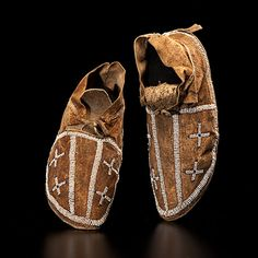 Arapaho+Beaded+Hide+Moccasins+(10/5/2012+-+American+Indian+Art:+Live+Salesroom+Auction)