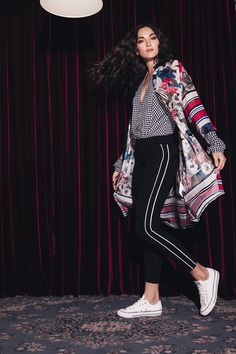 PANTALÓN ACENTOS DEPORTIVOS: Pantalón de silueta ajustada con acento laterales deportivos. Disponible en negro. Style, Fashion, Silhouettes, Budget, Trousers, Sports, Black People, Trends, Women
