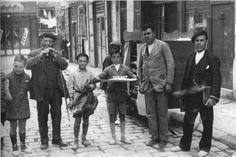Barberá Masip 1931. Fiesta de los Niños de San Vicente  recorriendo la calle Quart