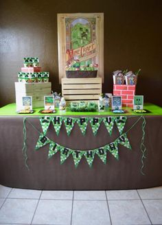 """Vintage Minecraft Party via Kara's Party Ideas (What the heck does """"vintage Minecraft mean?)"""