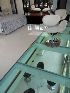 World of Architecture: Top 17 Glass Floor Ideas For Ultra Modern Homes Modern Interior, Interior Architecture, Interior Design, Walking On Glass, Ecole Design, Flooring For Stairs, Flooring Ideas, Ultra Modern Homes, Deco Originale