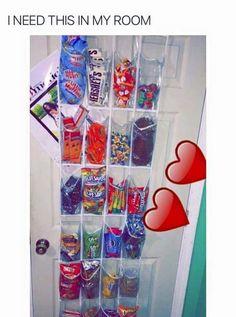 Geschenk Beste Freundin – Snack stash Snack stash Source by Cute Room Ideas, Cute Room Decor, Junk Food Snacks, Room Goals, Room Ideas Bedroom, Bedroom Decor, Aesthetic Room Decor, My New Room, Food Storage