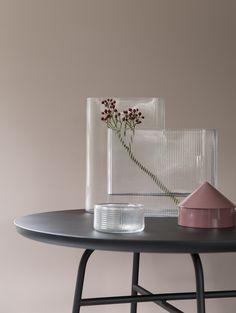 Stylist: Silje Aune Eriksen Photographer: Anne Bråtveit Stylists, Vase, Home Decor, Decoration Home, Room Decor, Flower Vases, Interior Design, Vases, Home Interiors