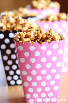 Karamelliserte, sprø popcorn er supergod snacks!