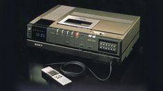 Sony SL-J7 ベータマックス(Betamax), was the first video recorder at home.