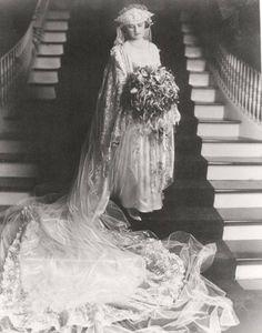 1919 bride. look at that enormous bouquet!